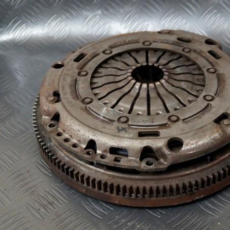 Double-mass wheel clutch...